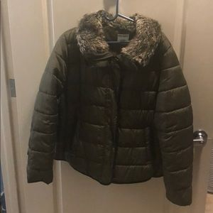 Short puffer green worn twice